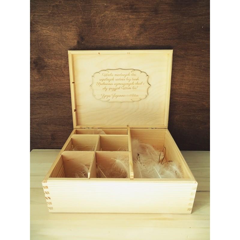 Drewniana szkatułka z grawerem