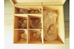 Drewniana szkatułka z serduszkami